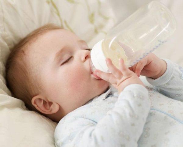 Bé 14 tháng tuổi uống sữa tươi Úc giúp phát triển chiều cao và cân nặng