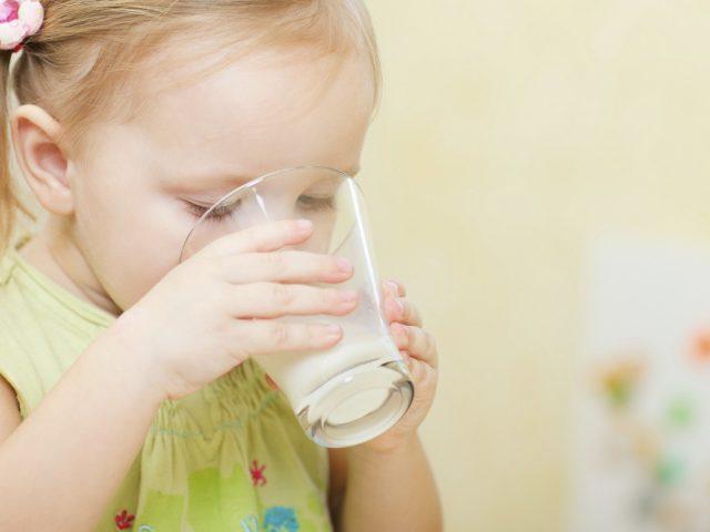 Hướng dẫn cách pha sữa Devondale cho bé trên 1 tuổi